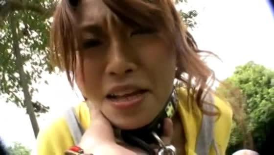 首輪をつけた変態エロ女が公園で露出ジュポジュポ&顔面騎乗位。
